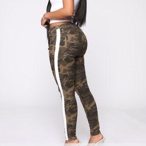 Women's Fashion Nova  striped jeggings